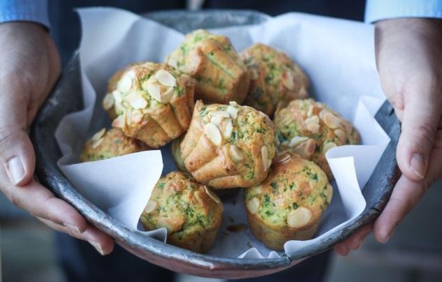 Muffin salati con rucola e parmigiano